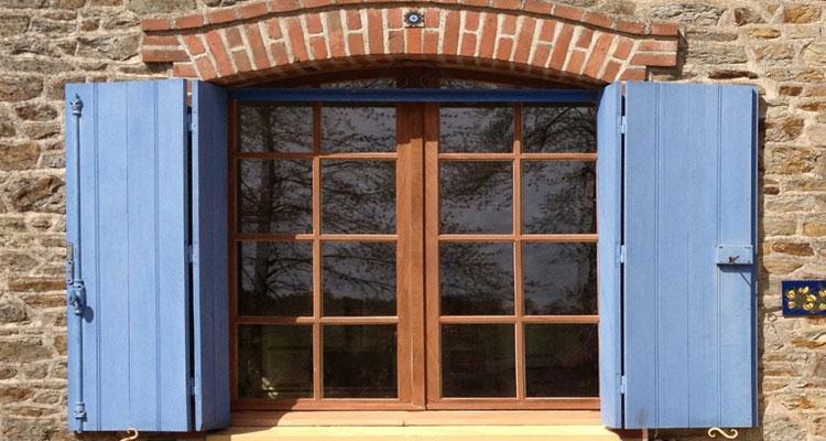 Pose ou rénovation de fenêtres en bois